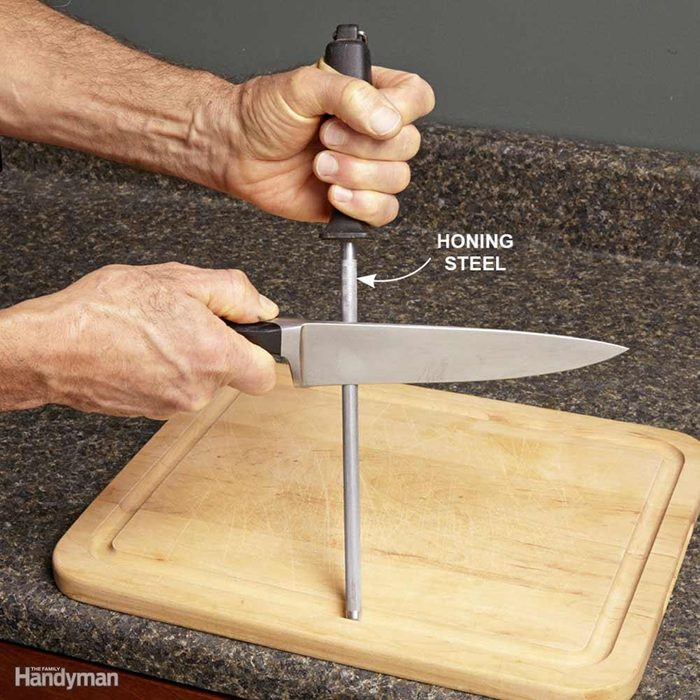 Touch Up a Knive With a Honing Steel
