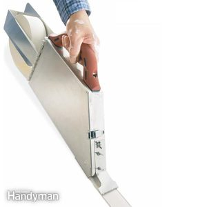 How to Tape Drywall With a Banjo