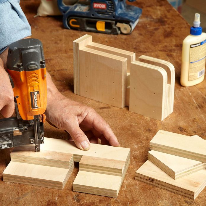 assemble feet of table saw table