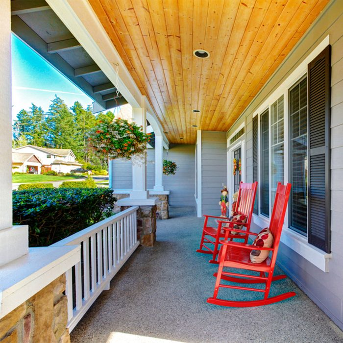 Farmhouse Look: Front Porch Sitting