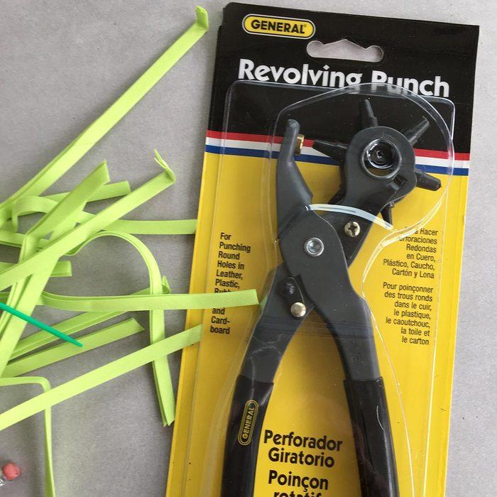 Hole-punching tool
