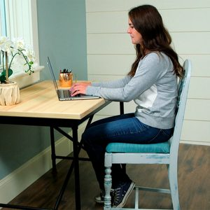 How to Paint Furniture: Farmhouse Style Chair