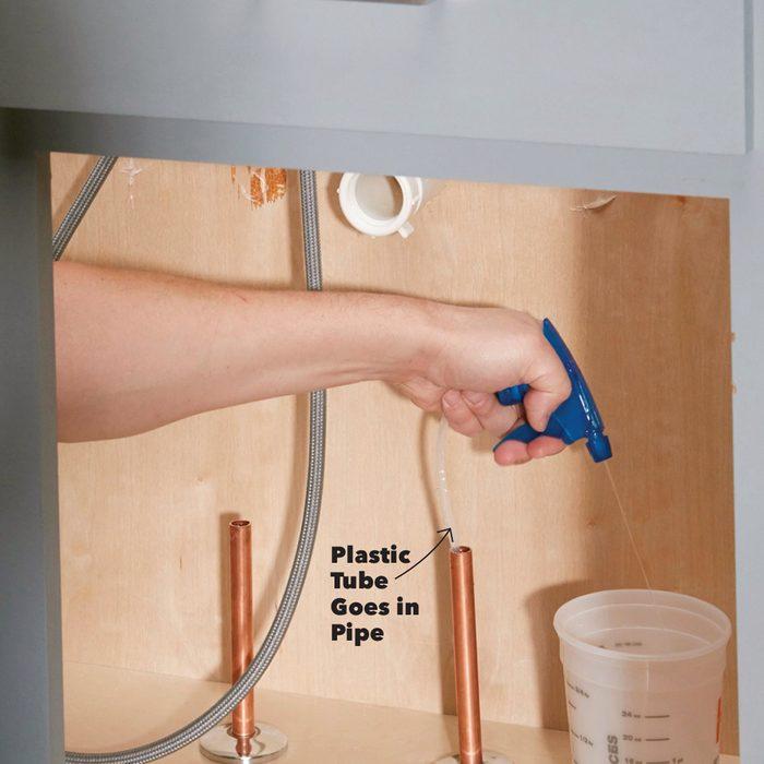 Spray-Bottle Pipe Pump