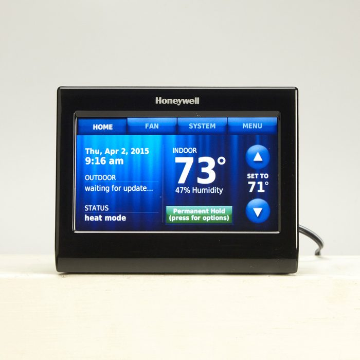 FH15JAU_560_53_007 Better Temperature Visibility and Controls smart thermostat
