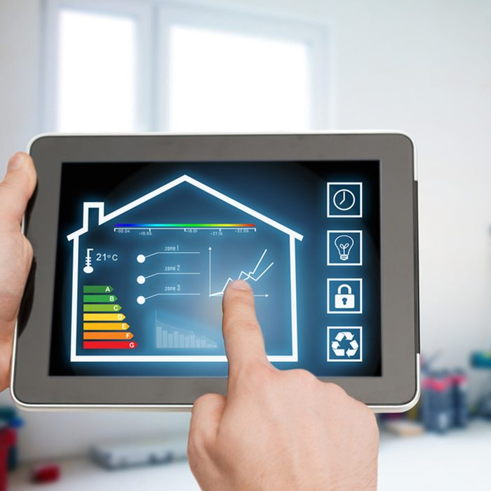 dfh5_277829075 App-Based Scheduling heating and cooling thermostat