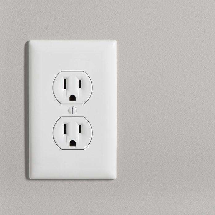 shutterstock_430207006 wall outlet