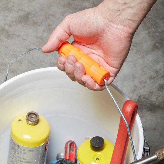 Snappy Grip handles on bucket