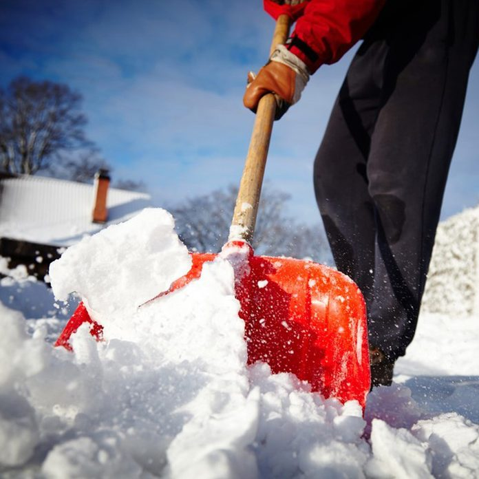cookingspray_243809152 snow removal shovel