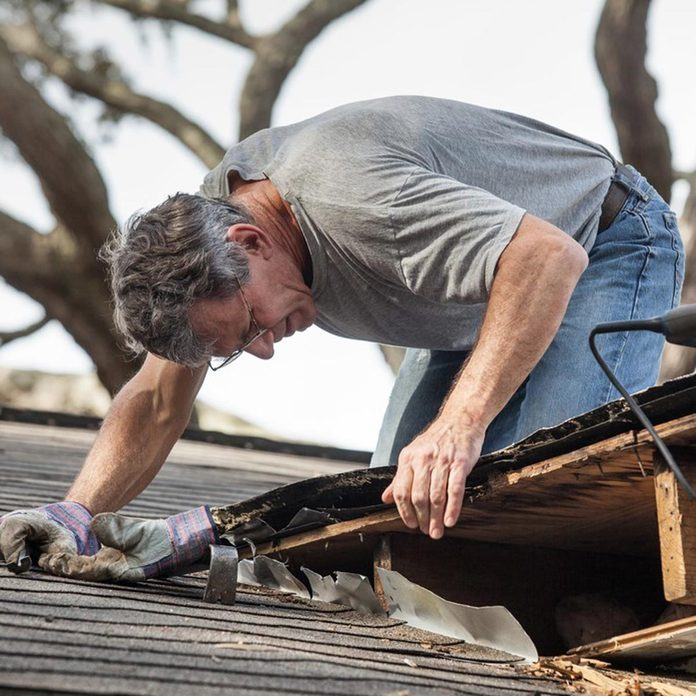 dfh17sep035_121558315_15 repairing a roof