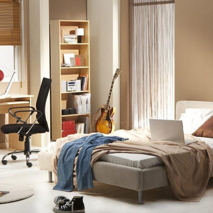 dfh17sep035_28651654_01 clean clutter messy bedroom teens room