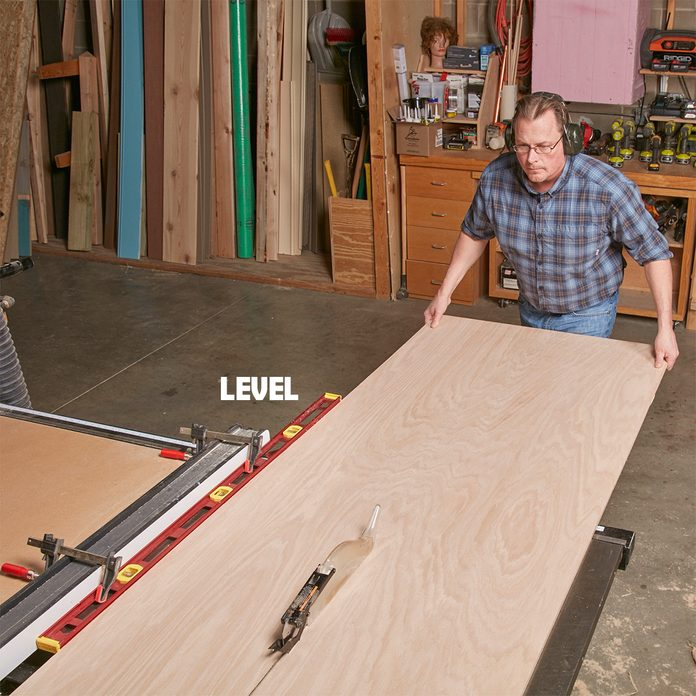 Using a level as a table saw fence | Construction Pro Tips