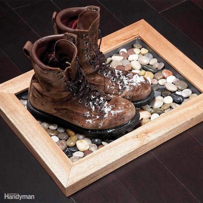 FH11FEB_STRAGE_22 wet boot rock mat