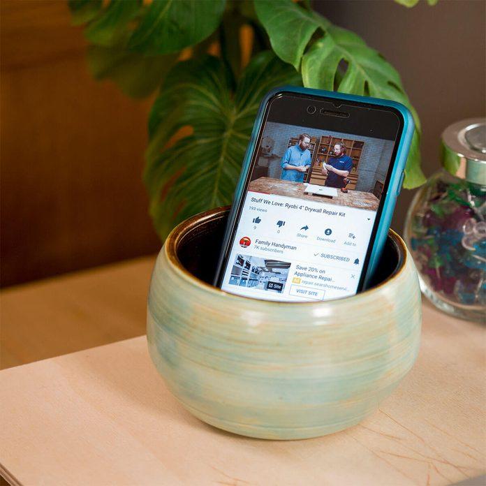 smartphone speaker using a bowl