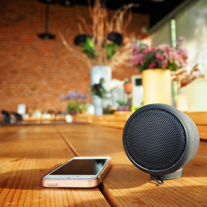 dfh12_shutterstock_675662026 phone bluetooth speaker