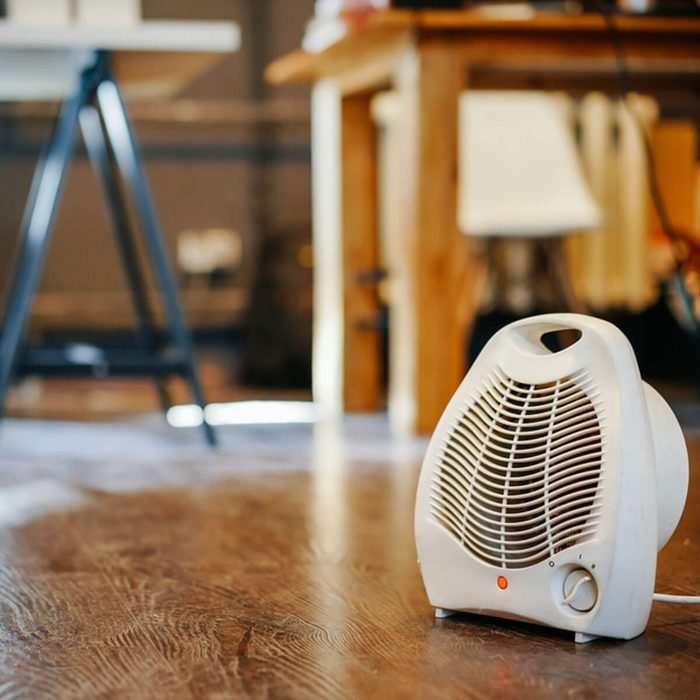space heater _724455943