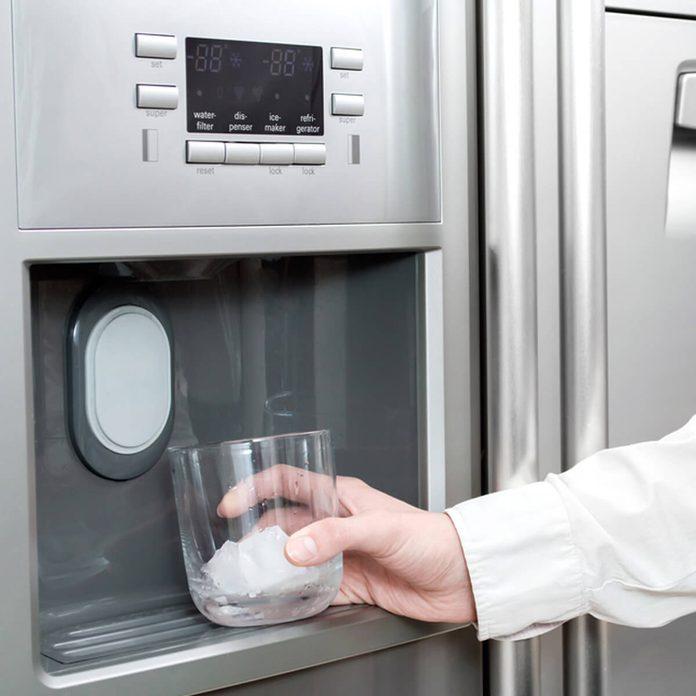 ice maker fridge _423125344