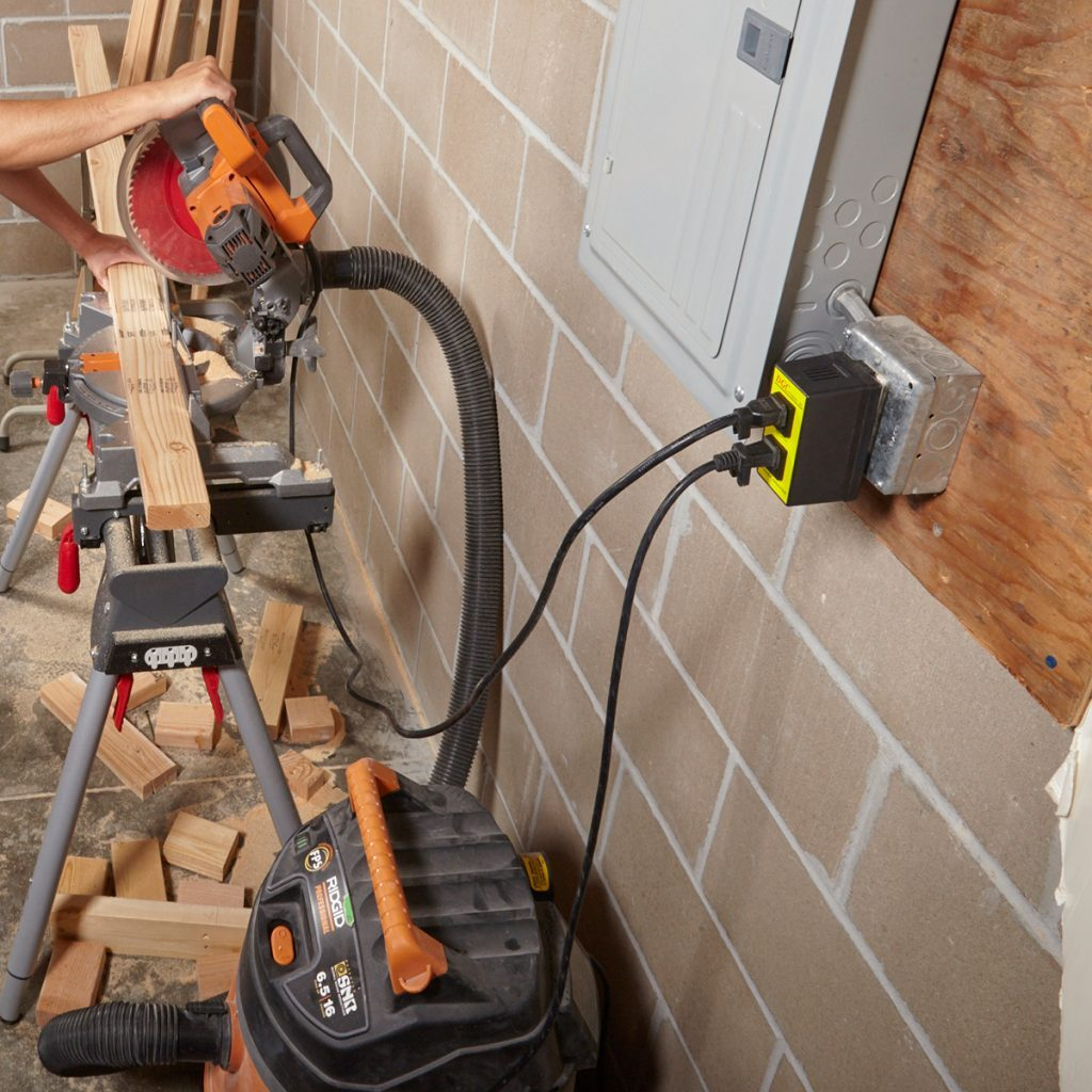Vacuum and saw hooked up to the same switch | Construction Pro Tips