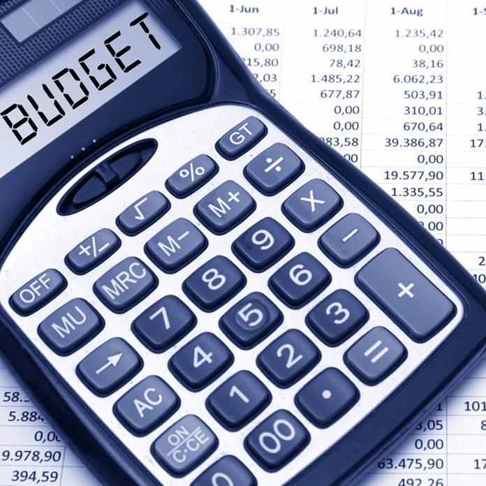 shutterstock_217581820 budget calculator