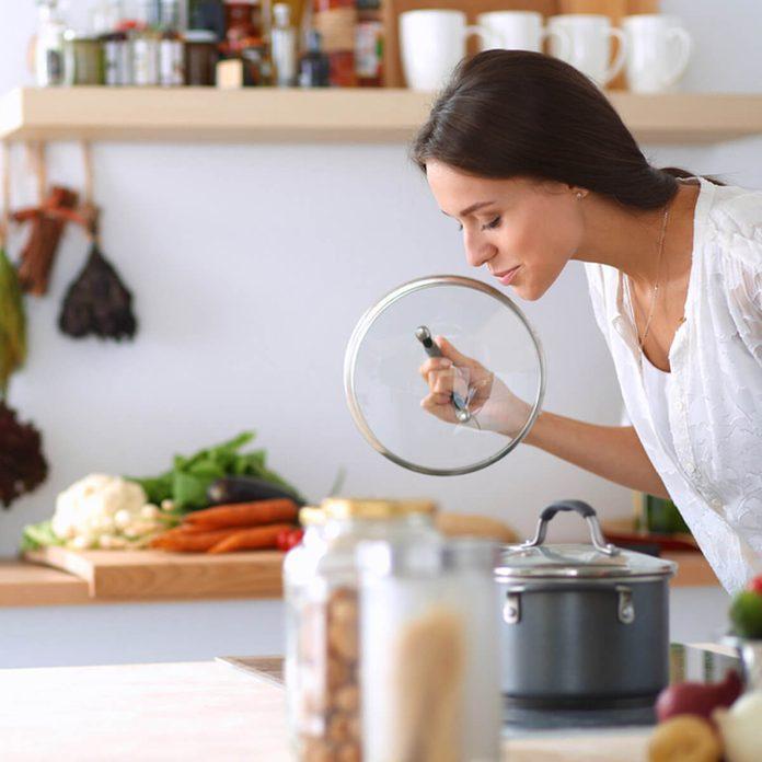 shutterstock_306416300 cooking vegetables kitchen