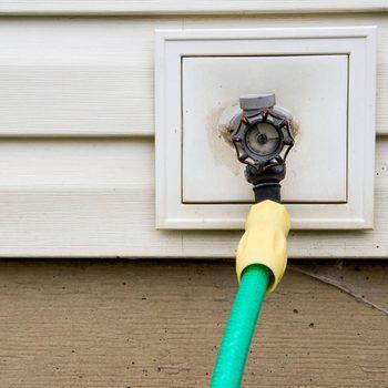 shutterstock_334606292 outdoor faucet hose