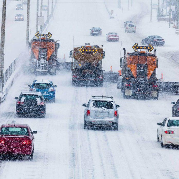 snowplows_183122369_09 winter driving