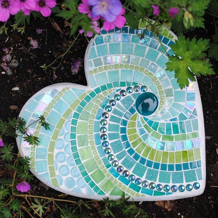 stepping stone _08 heart shaped mosaic