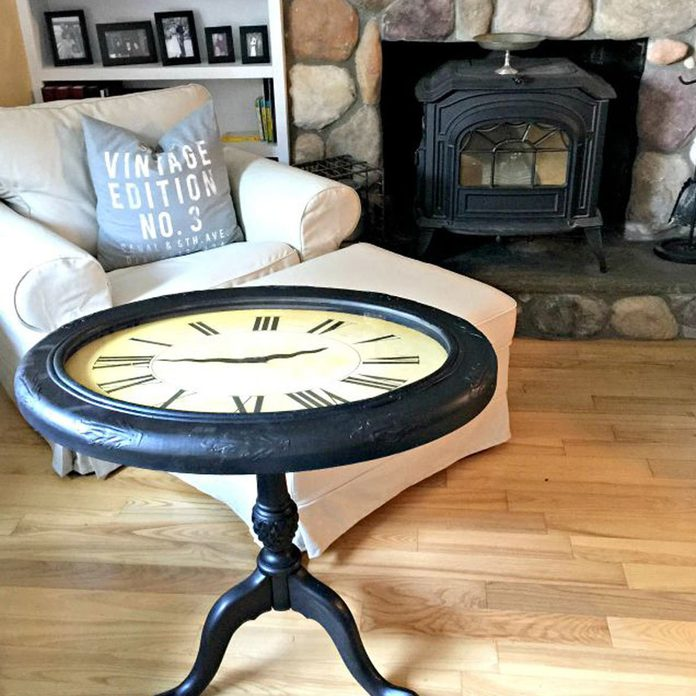 clock-table-in-living-room
