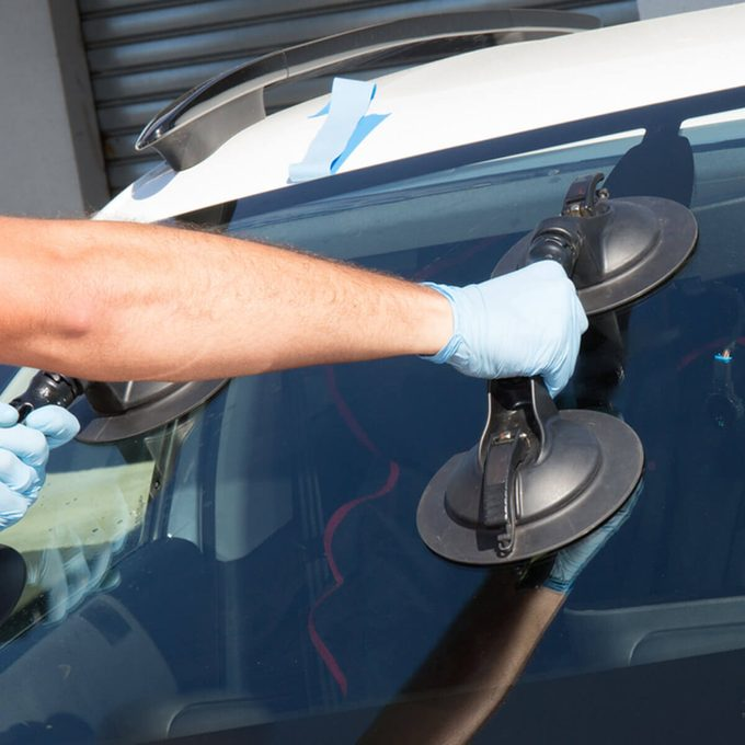 dfh6_shutterstock_499900381 fix windshield cracks
