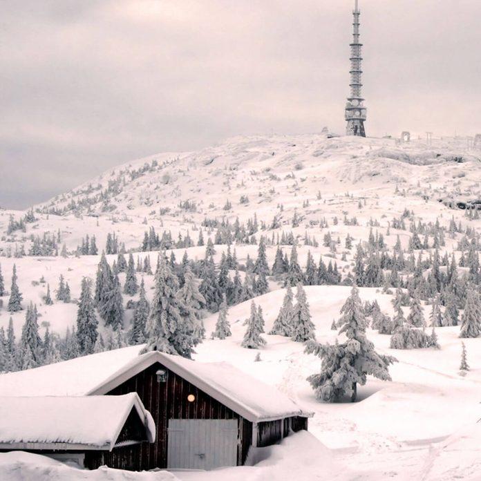 shutterstock_1218743 winter cabin heat a garage snow