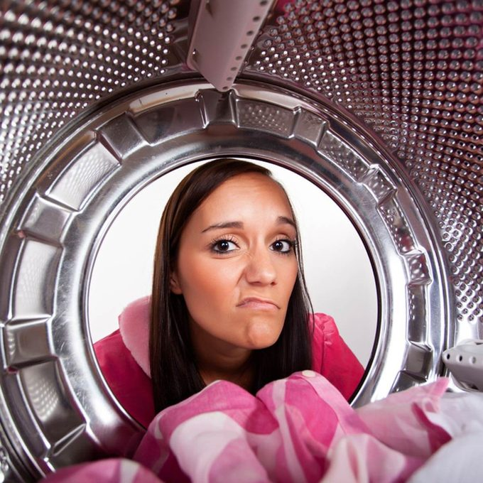 shutterstock_153411761 laundry clean your machine