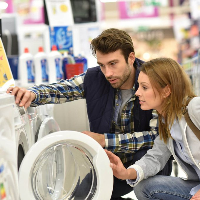 shutterstock_371625925 shopping for washer and dryer laundry