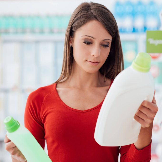 shutterstock_519858151 choosing laundry detergent