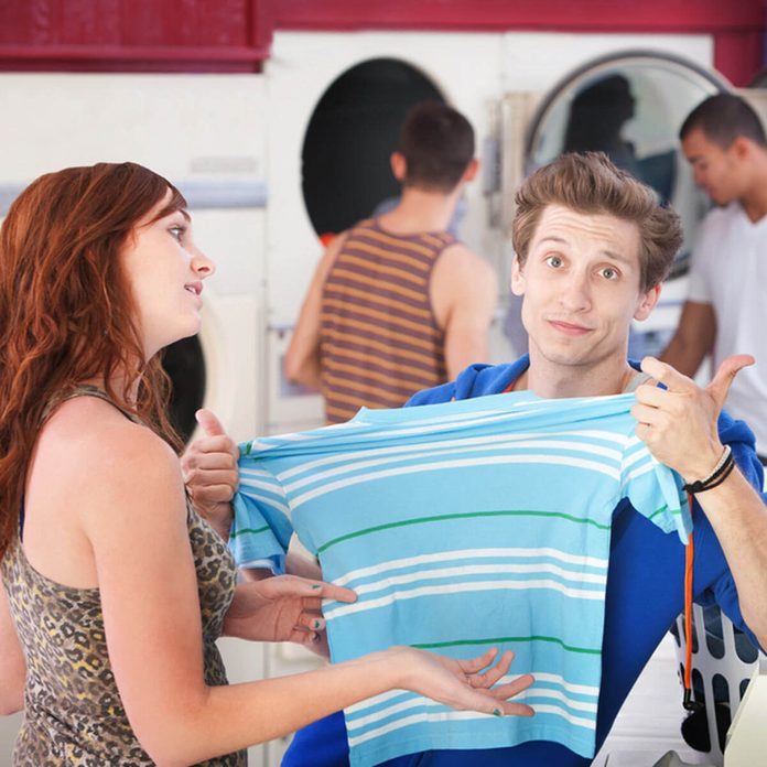shutterstock_80776129 unshrink clothes laundry mat