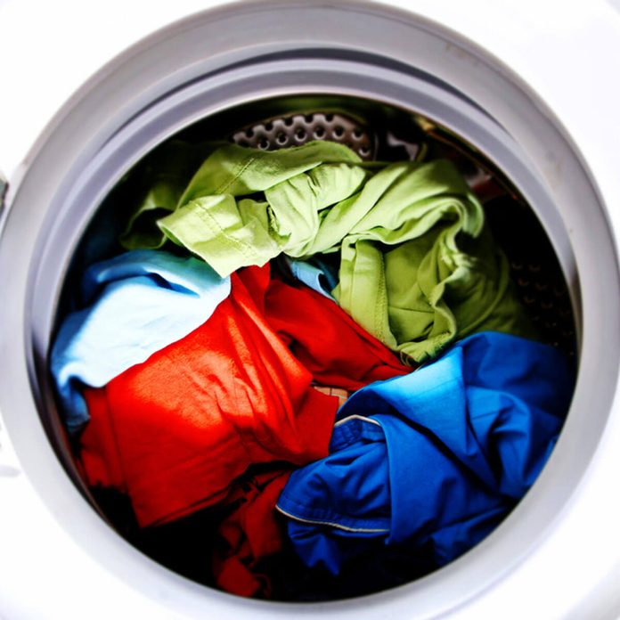 shutterstock_95680816 laundry wash bright colors