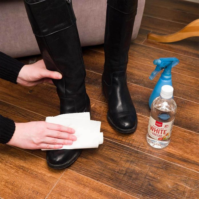 wiping salt residue off of shoes with vinegar
