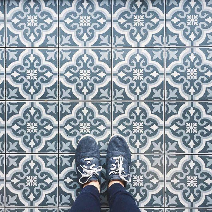 shutterstock_539172559 tile floor pattern blue