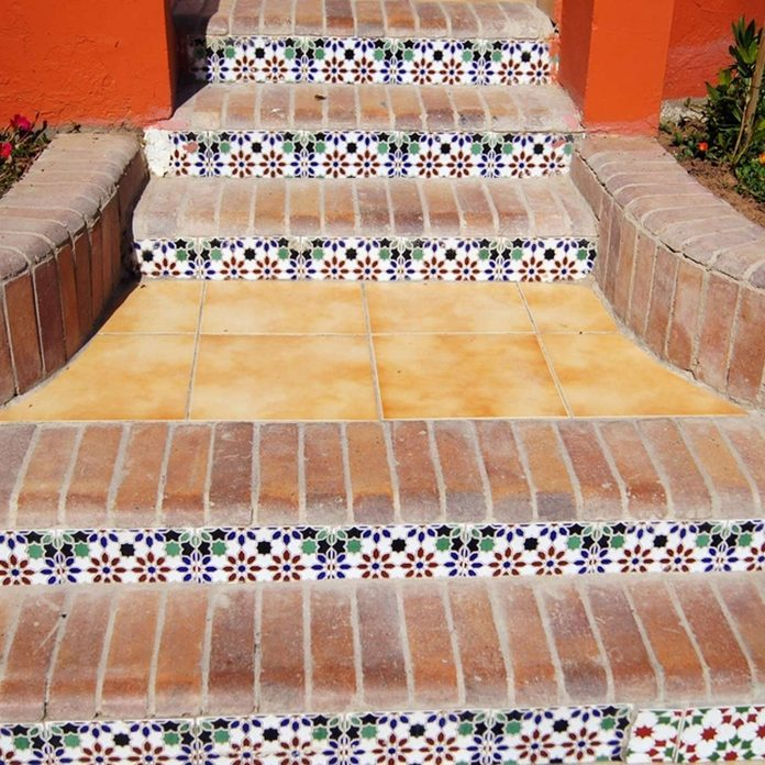 shutterstock_96136100 outdoor steps ceramic tile