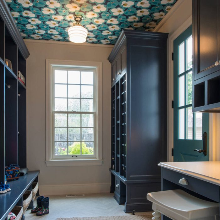 wallpapered-ceiling mudroom