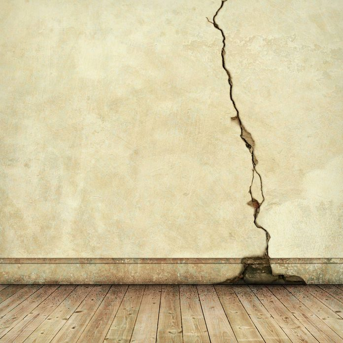 wall crack structural issues