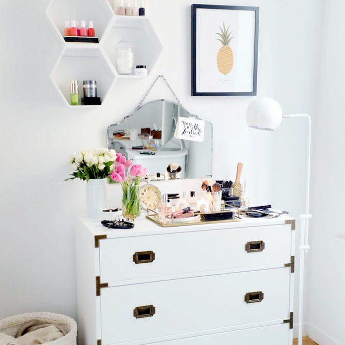 dresser make-up vanity