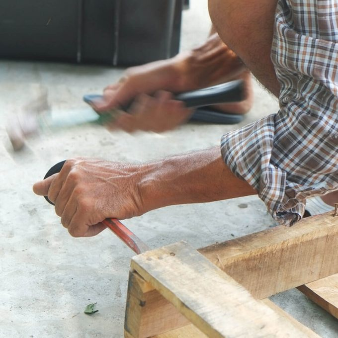 taking apart a pallet