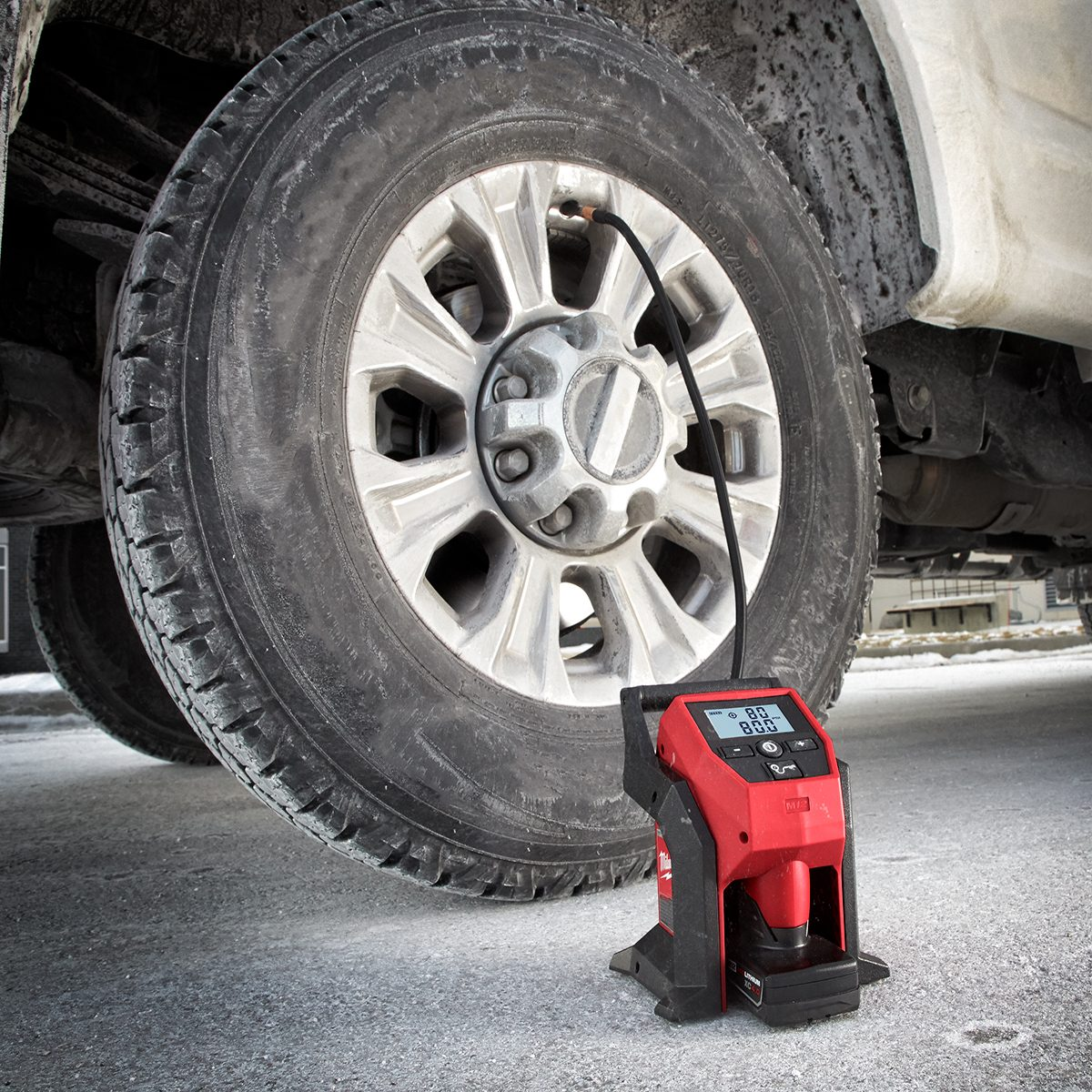 Milwaukee Compact Cordless Tire Inflator | Construction Pro Tips