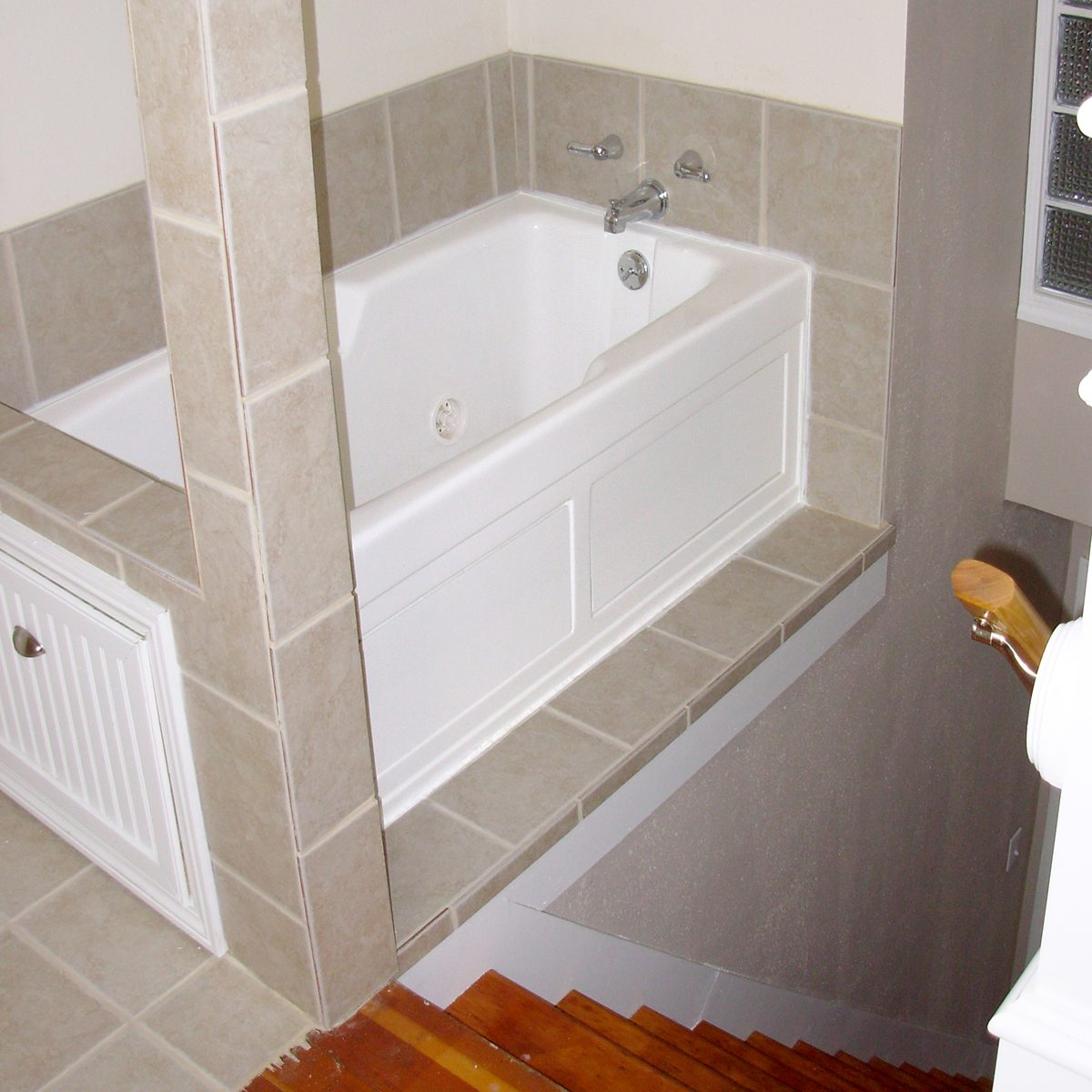 Poorly designed bathtub above stairs   Construction Pro Tips