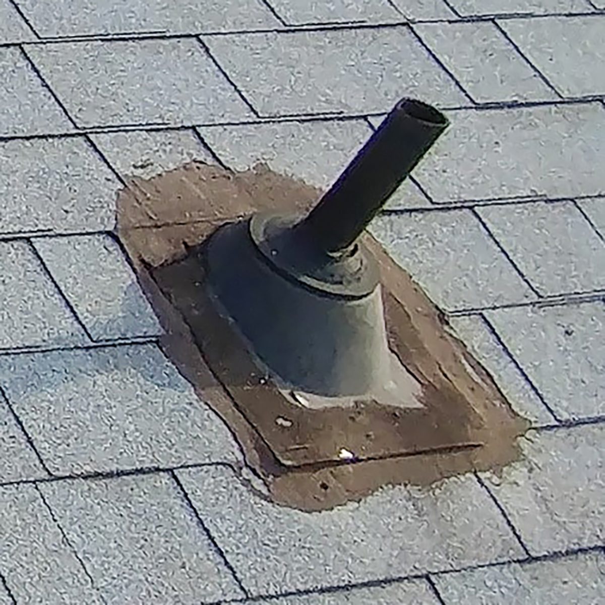 Poorly done over the top flashing   Construction Pro Tips