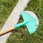 How to Make a Simple Guide for Edging Your Lawn