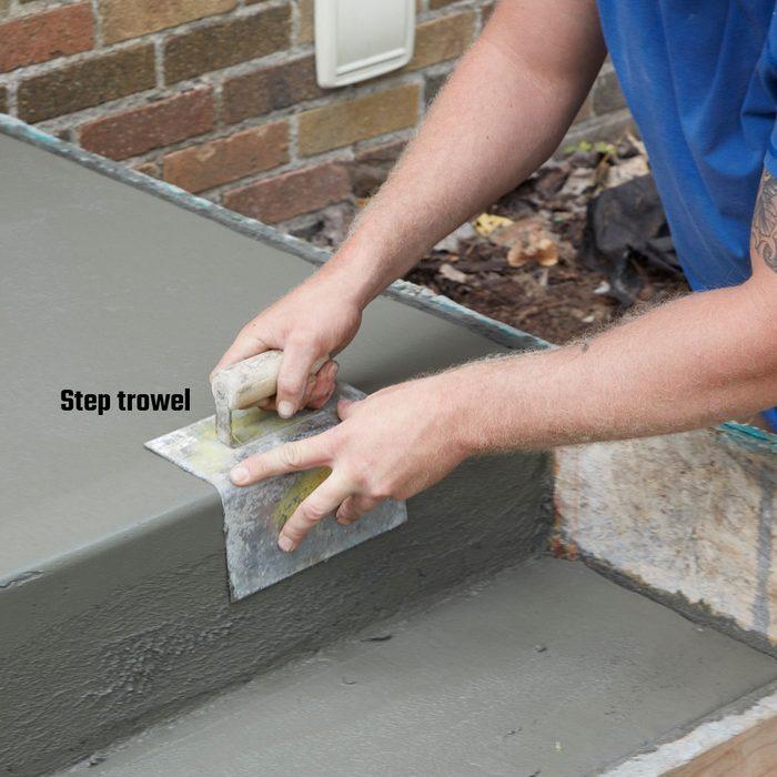 Troweling the edges of concrete steps | Construction Pro Tips
