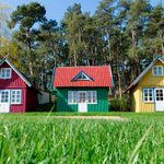 30 Fantastic Tiny Homes Built With Recycled Materials