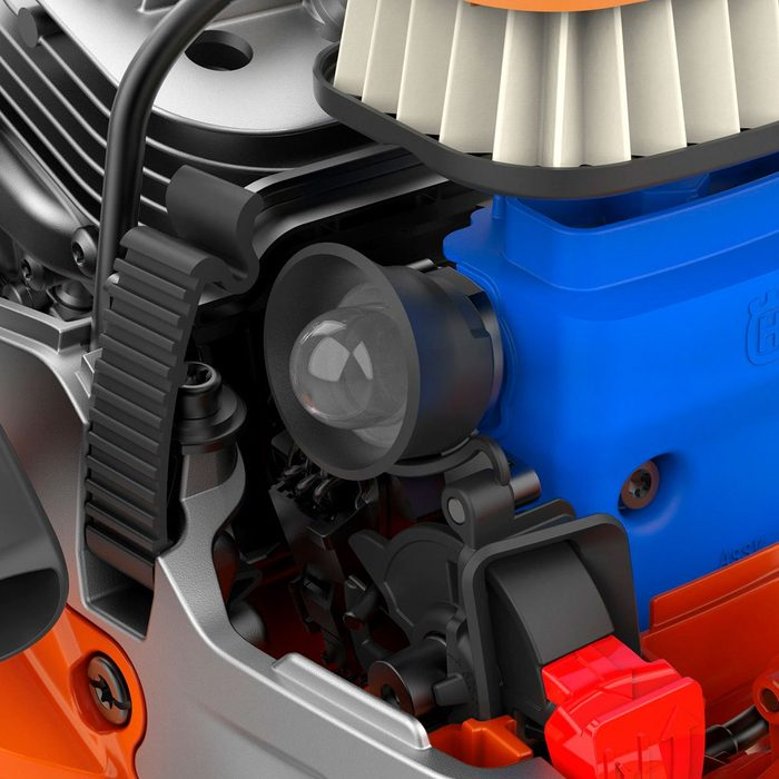 Mechanisms inside of the new Husqvarna chainsaw   Construction Pro Tips