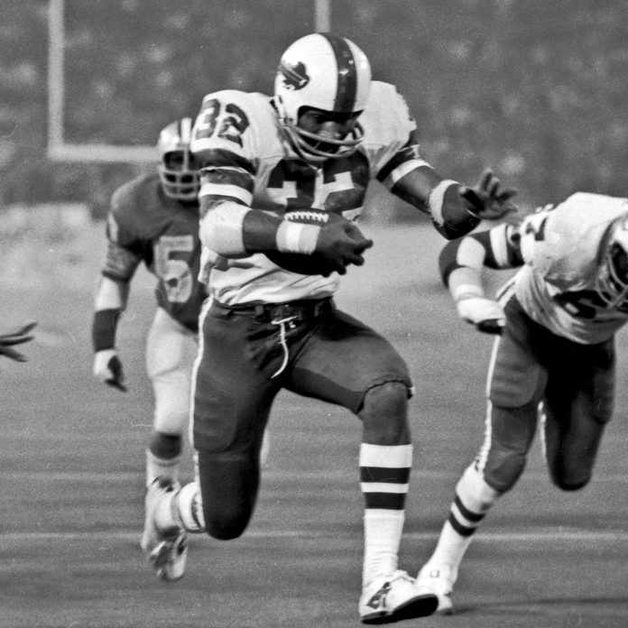 OJ-Simpson running into end zone against Detroit Lions