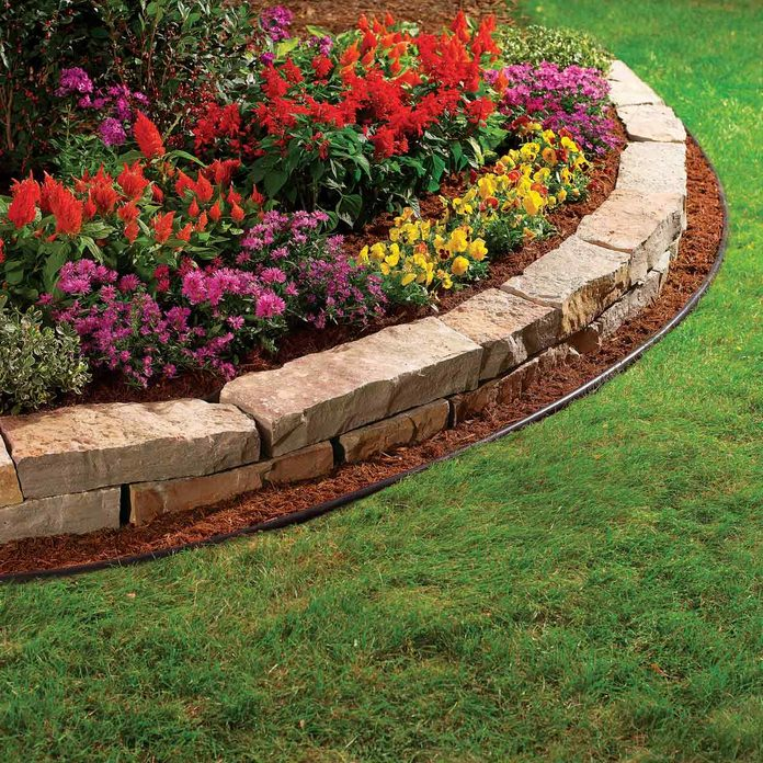 Front-yard-garden-bed-edging-with-large-square-stones